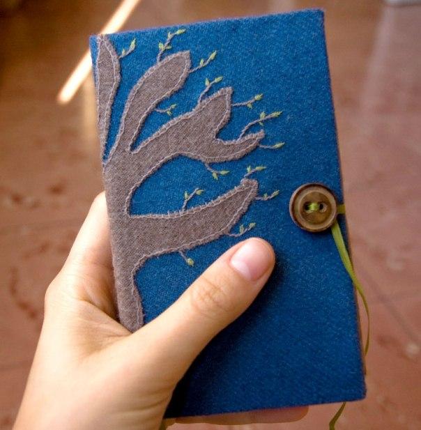 Quadern fet a mà amb la coberta brodada